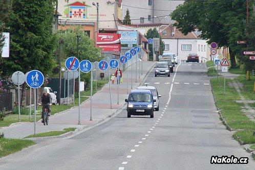 Cyklostezka na chodníku