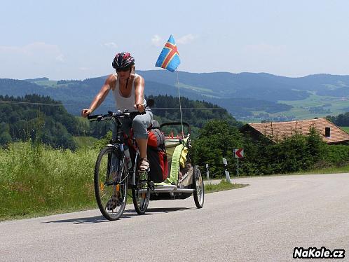 Dětské vozíky za kola dostanou na stůl čeští poslanci